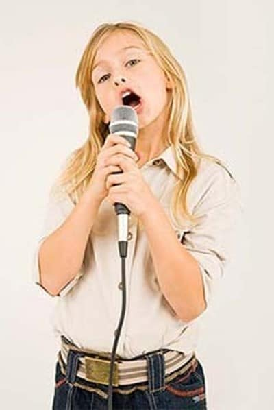 The little girl has a very simple and nice singing posture.