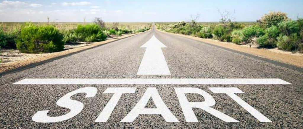 "The ""Start"" sign on the road."