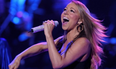 Mariah Carey can perform a kind of vocal range that is in 5-octave level on the stage.