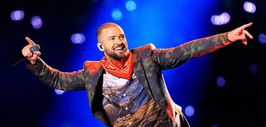 Justin Timberlake singing in the concert.