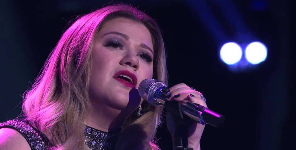 Kelly Clarkson singing love song.
