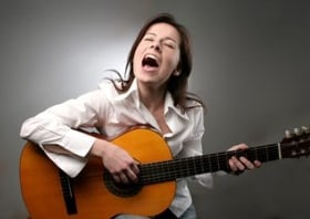 how to sing and play guitar at the same time becomesingers com. Black Bedroom Furniture Sets. Home Design Ideas