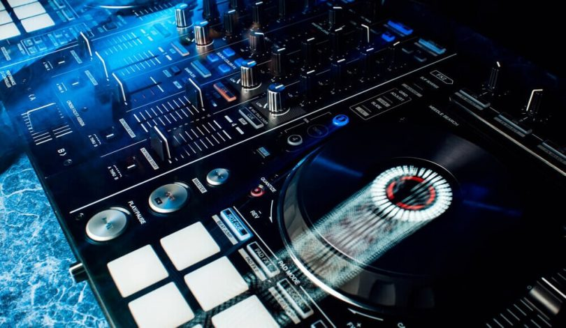 The DJ controller's platter is spinning automatically.