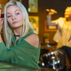 Singer choose drinks to kept her vocal cord hydrated.