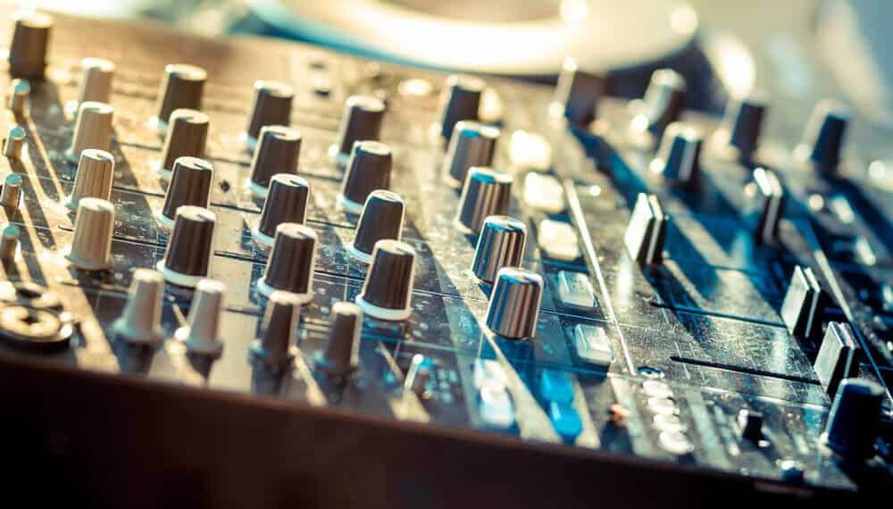 Audio mixer set.